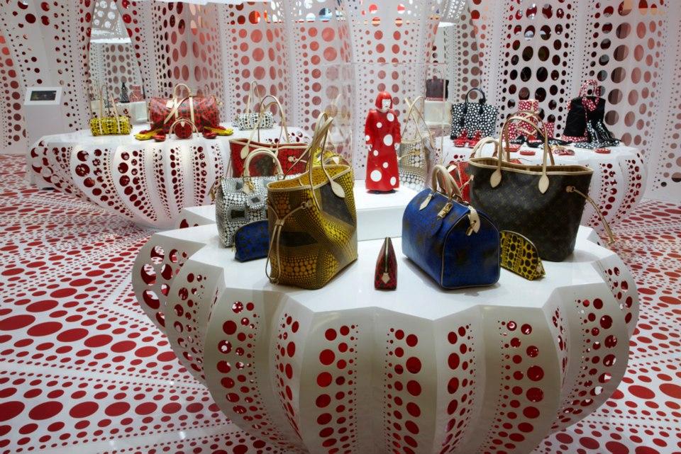 Yayoi Kusama Louis Vuitton Pop Up Store - 960 x 641  185kb  jpg